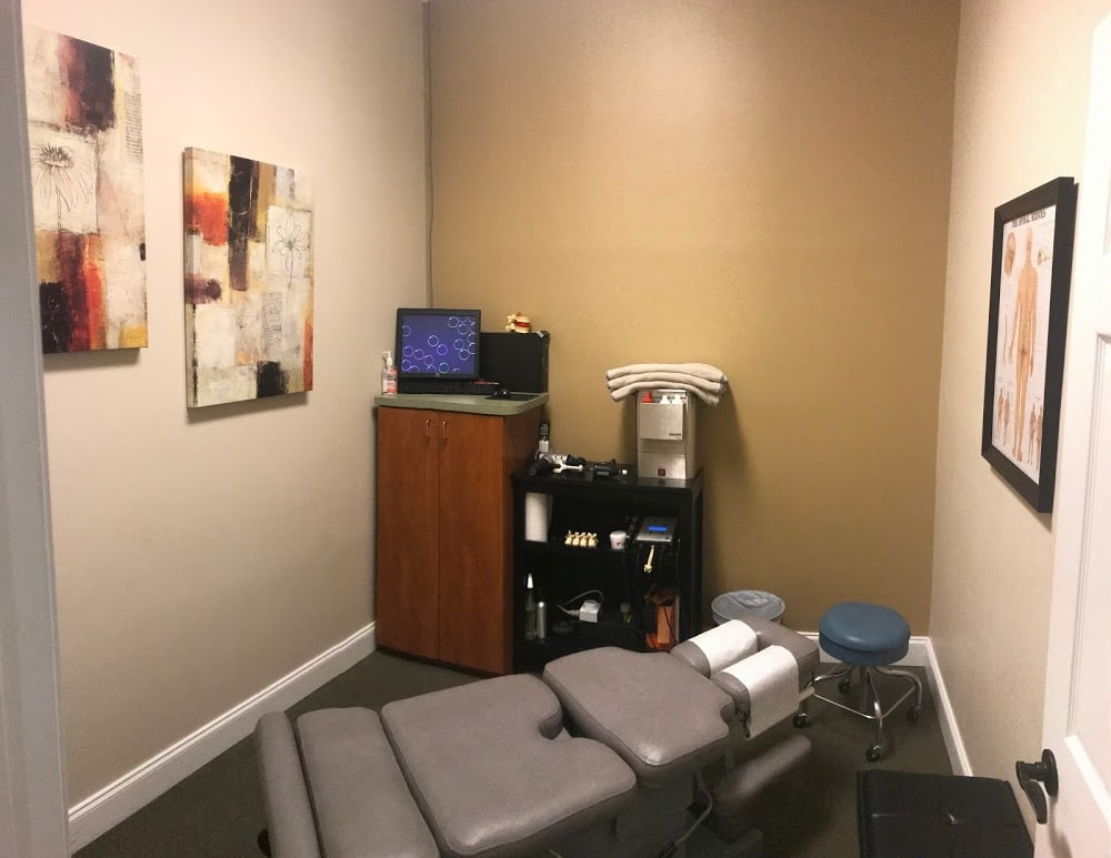 Neck & Back Pain Relief – Lighthouse Chiropractic