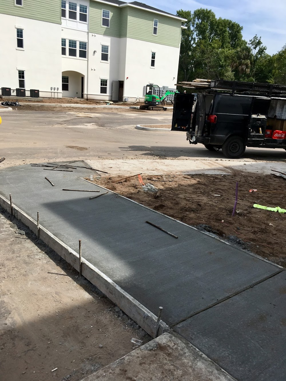 Avery's Custom Concrete and curb